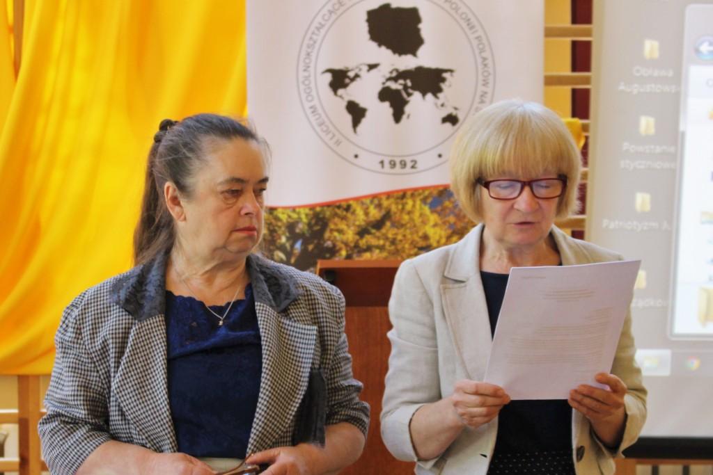 Irena Batura i Małgorzata Dworak odczytują werdykt