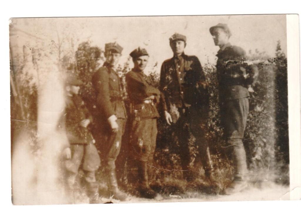Suwałki, 25 kwietnia 1947r. żołnierze przed kosciołem przed ujawnieniem